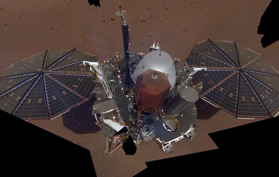 Первое селфи с Марса: межпланетный аппарат InSight прислал новые снимки
