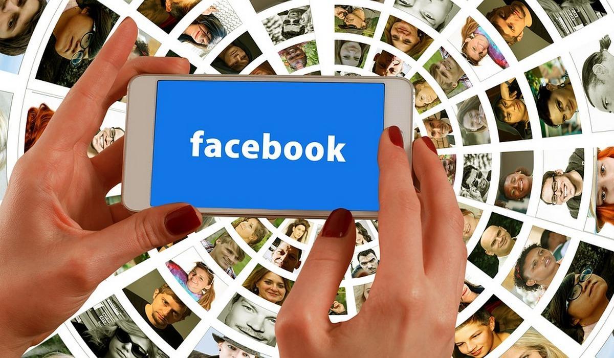 Facebook на смартфоне