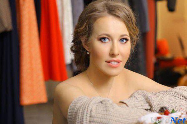 Ксения Собчак без трусов красовалась в прозрачном платье