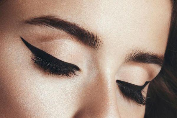 Создаем идеальные стрелки для любой формы глаз: найди свою и следуй простым инструкциям