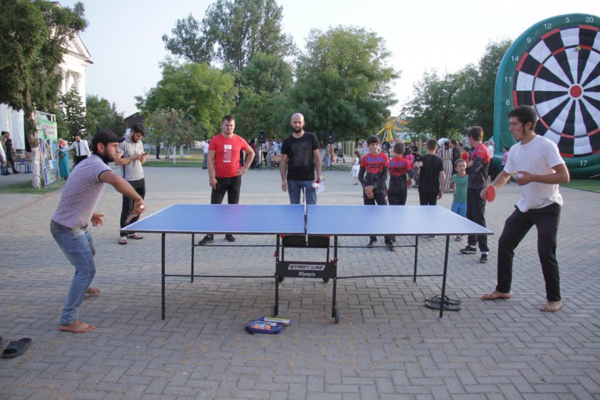 Занятие настольным теннисом
