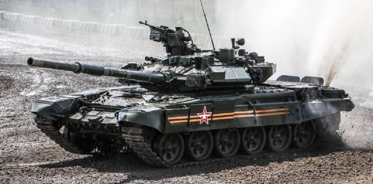 На учениях под Астраханью был подбит танк Т-90