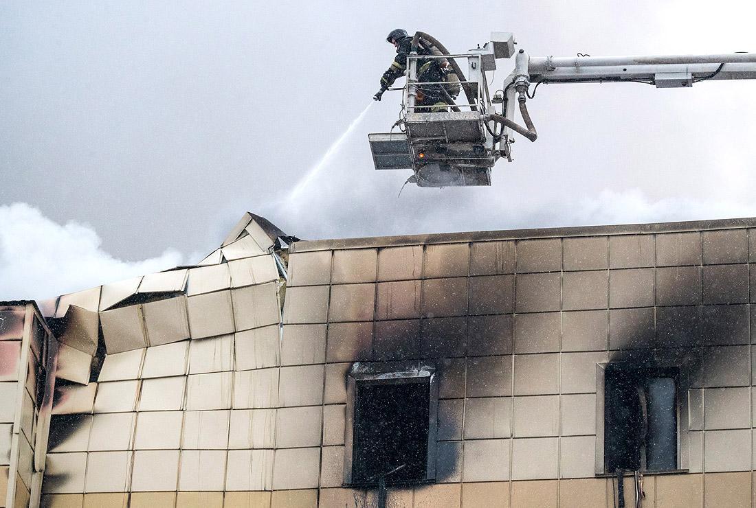 Пожар в ТРЦ в Керерово