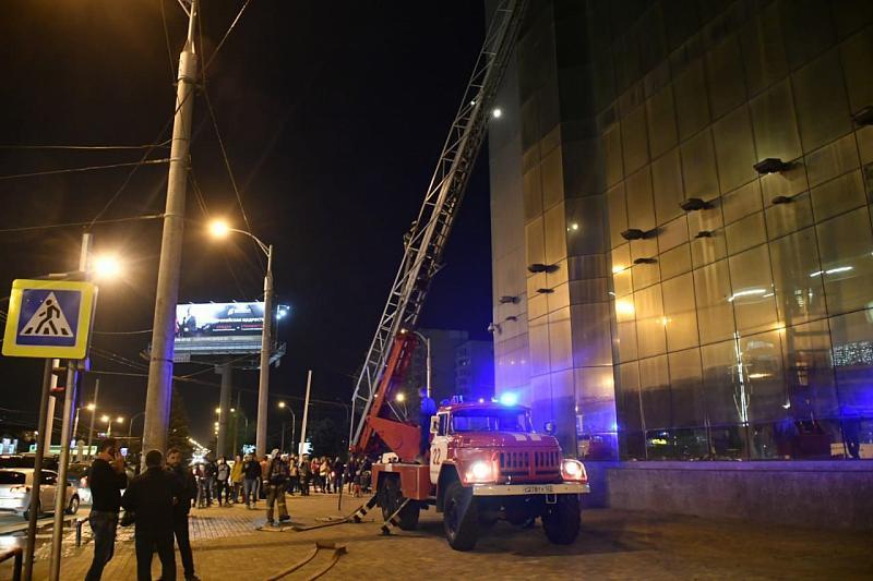 В Краснодаре в ТРЦ «Европа» произошел пожар и был потушен