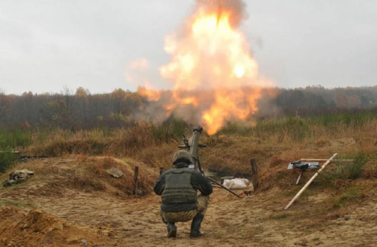 Украинские военные стреляют