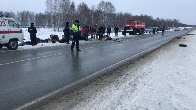 ДТП в Новосибирской области 11 01 2018: жуткие кадры с места аварии, шестеро погибших, подробности