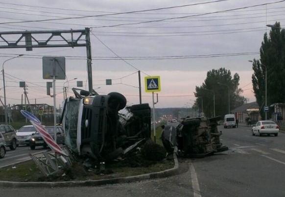 В Ставрополе при попытке уйти от полиции в смертельное ДТП попала легковушка