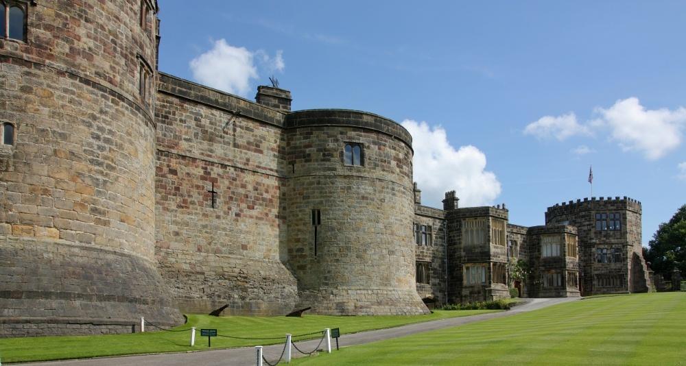 НаБританских островах увидели девочку-привидение в900-летнем замке