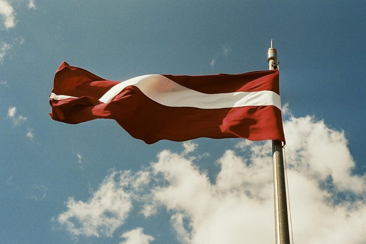 Латвийское самоуправление оправдывается: снесенный в Лимбажи памятник угрожал детям