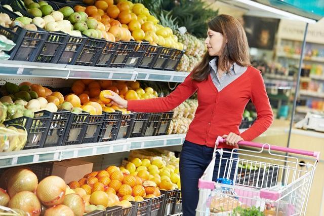 """Грязная пятерка: самые """"химические"""" фрукты и овощи на полках магазинов"""