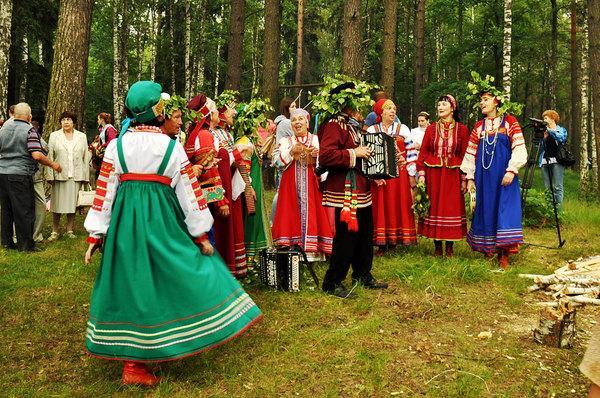 Красная горка в 2018 году: как праздновать Антипасху, приметы и традиции