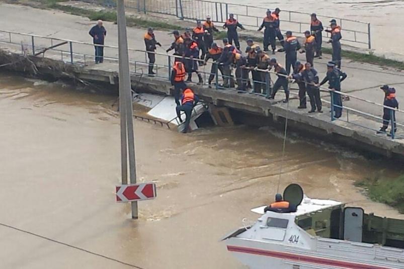 КамАЗ со спасателями утонул в Приморье