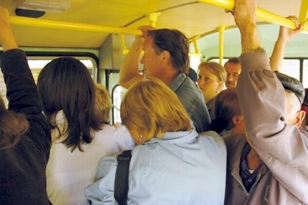 В Красноярске автобус проехал по пенсионеру, выпавшему из салона