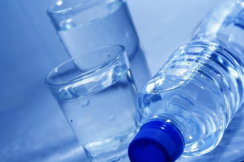 Сколько пластика содержит бутилированная вода – выяснили ученые