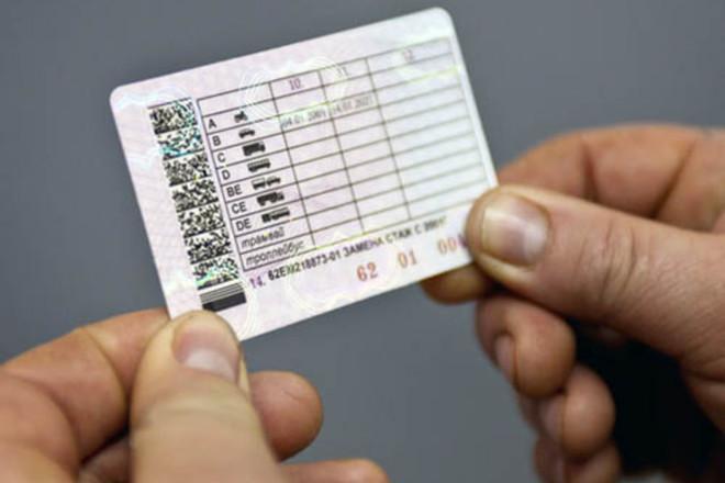 Автоматического продления водительских прав не будет - МВД против