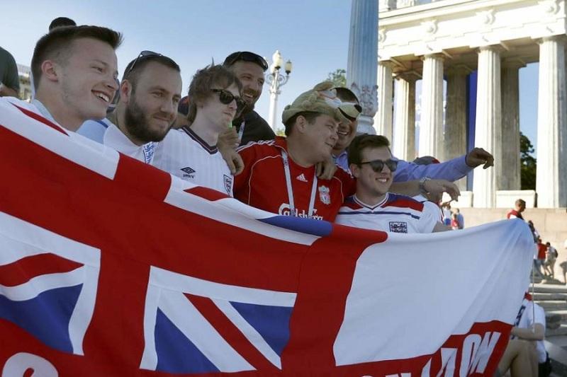 Российские болельщики атаковали англичан в Волгограде, но не так, как предполагали в Лондоне