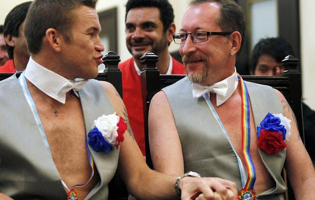 Российским геям разрешили и сразу запретили проводить в свою честь парад