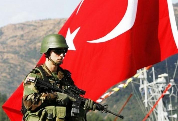 Турецкие силовики окружили базу НАТО для предотвращения госпереворота