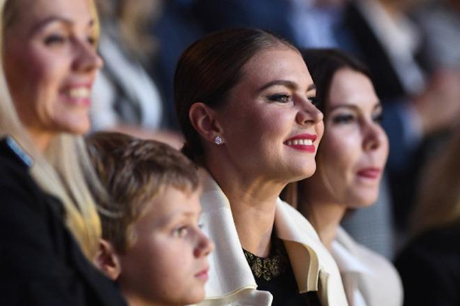 Западные СМИ ликуют: Кабаева показала своего ребенка