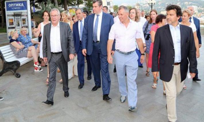 Делегаты из Франции освоили по-русски: «Крым наш»