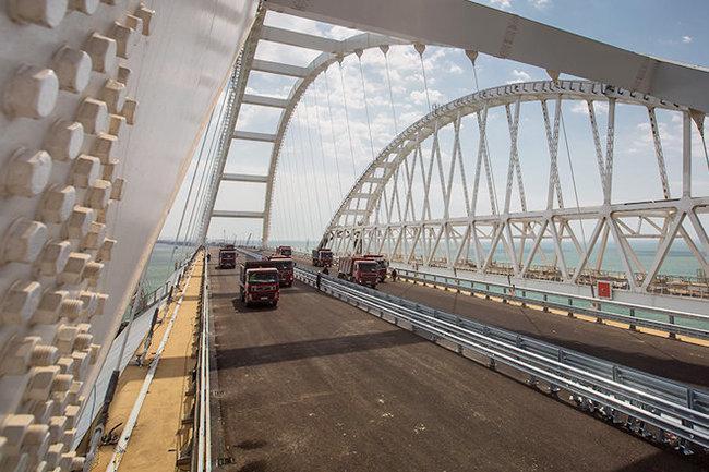 Крым отреагировал на планы Порошенко отобрать Крымский мост у России