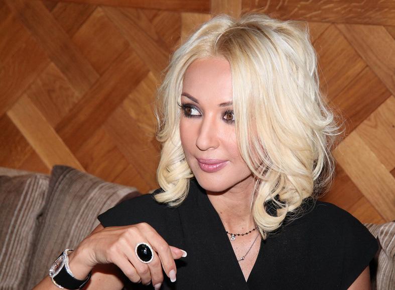 Лера Кудрявцева недовольна своей внешностью после пластики: телеведущая решила устранить недостаток своими силами