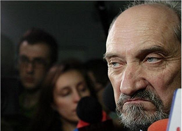 Главу Минобороны Польши отправили в отставку