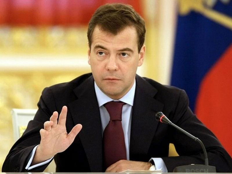 Новый совет от Медведева: премьер-министр дал колкий ответ на просьбу губернатора