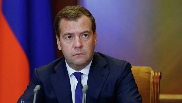 КПРФ просит Медведева потратить миллионы Захарченко напенсии граждан России