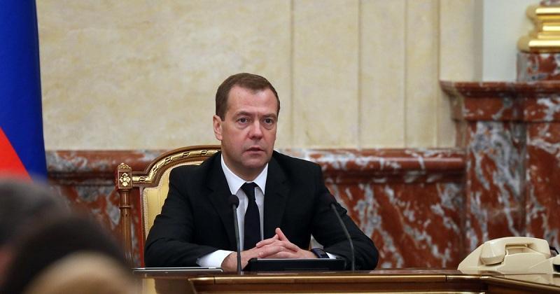 «Стеснительные» члены нового правительства не смогли ответить на вопрос Медведева