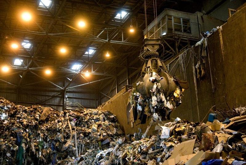 На заводе перерабатывают мусор