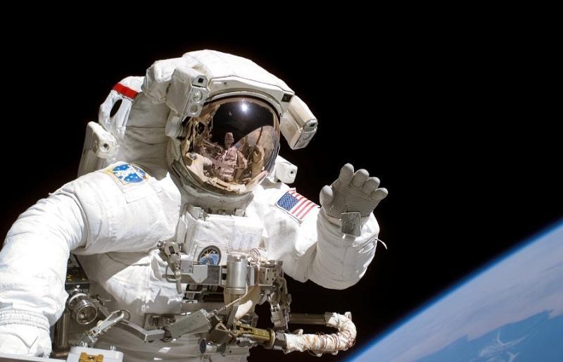 Астронавт NASA в сговоре с инопланетянами: доказательства попали на видео