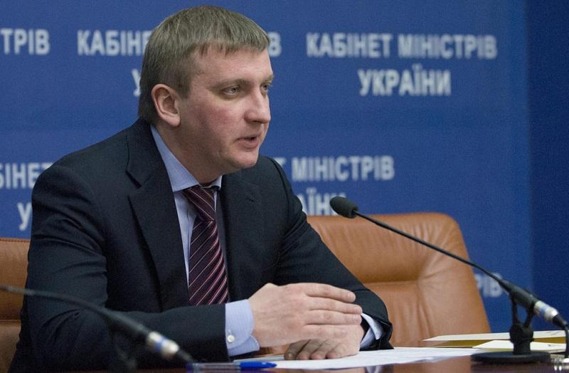 Глава минюста Украины объяснил рост своего благосостояния курсом доллара