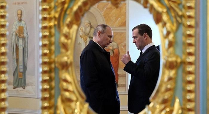 Медведев получил странный сигнал Путина после выборов президента