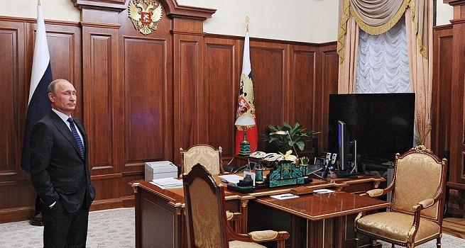 Окно в кабинете Путина всегда зашторено