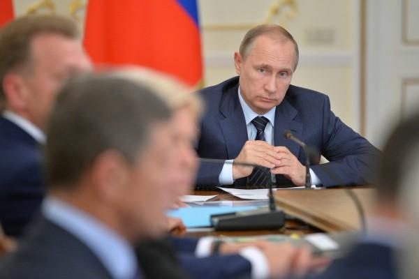 «Денег нет, но вы держитесь» в прошлом: Путин назвал первую задачу для нового правительства