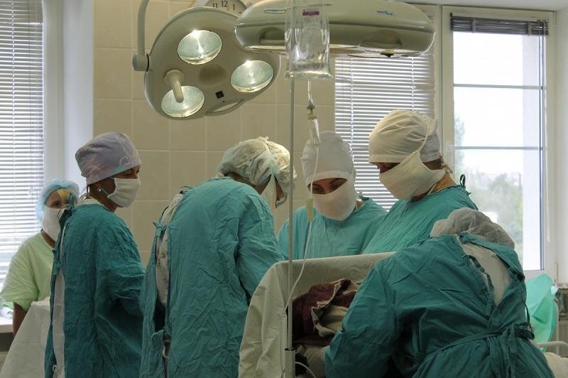 Под Омском 17-летняя школьница воткнула нож в свой беременный живот