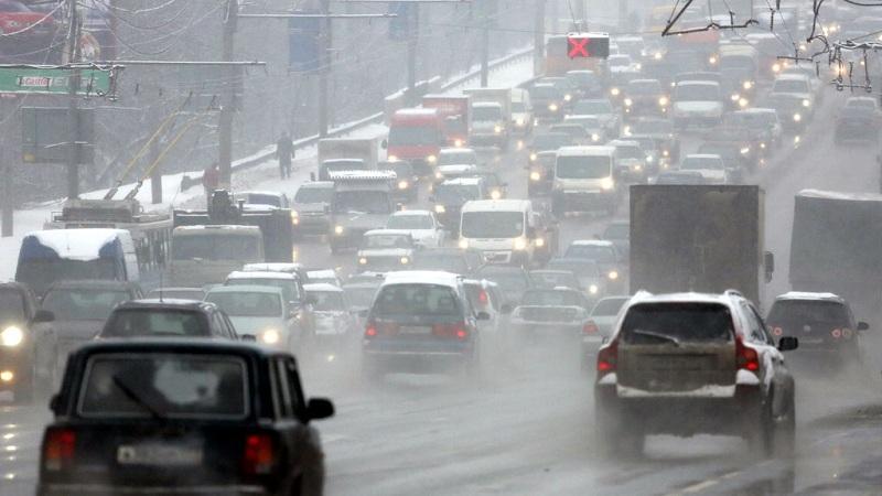 В Ростове первый снег стал причиной жутких пробок на дороге: схема объезда
