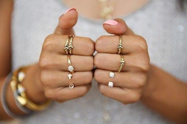 На каком пальце носить кольцо: традиции, советы и приметы