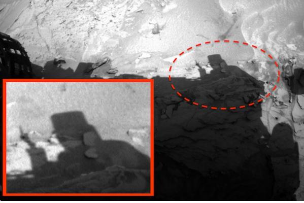 Уфолог обнаружил на фотографии с Марса марсианина в шляпе