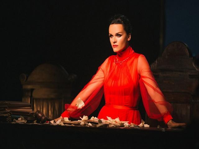 Певица Слава посетила Мамаев курган в Волгограде и сняла необыкновенный клип