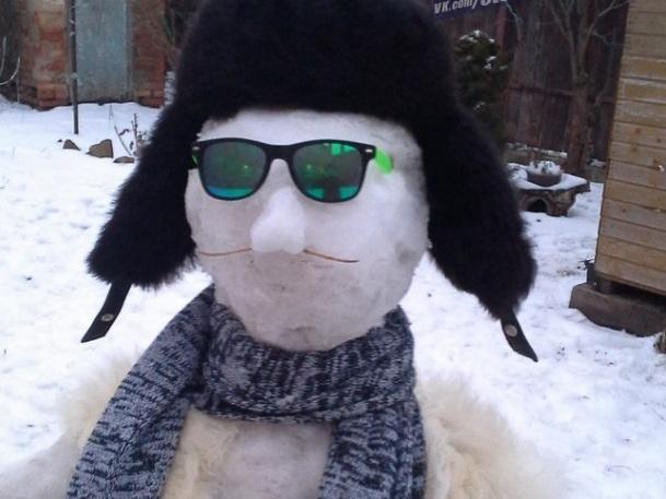 Брутальный снеговик из Ростова покорил сердца девушек