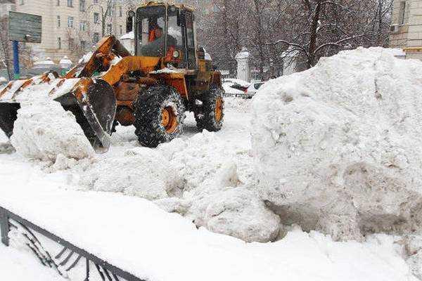На Урале снегоуборочный трактор насмерть задавил женщину