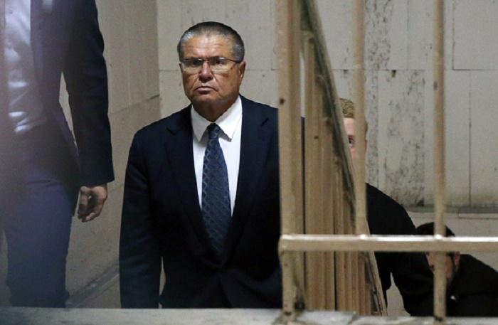 Суд огласил приговор Улюкаеву
