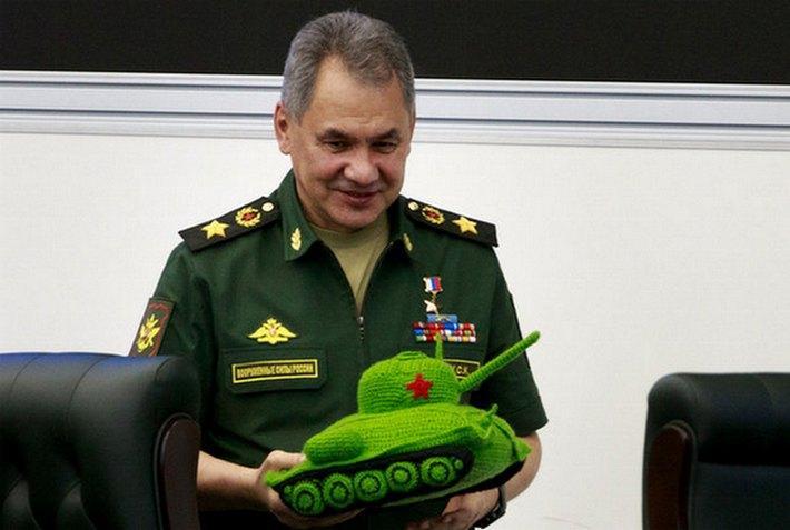 Шойгу в своем приказе поздравил танкистов с праздником