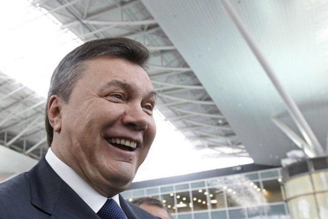 Януковичу принесли в Ростов повестку