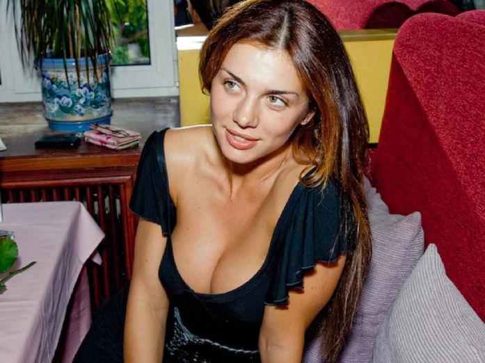 Анна Седокова показала соблазнительные формы вкупальнике