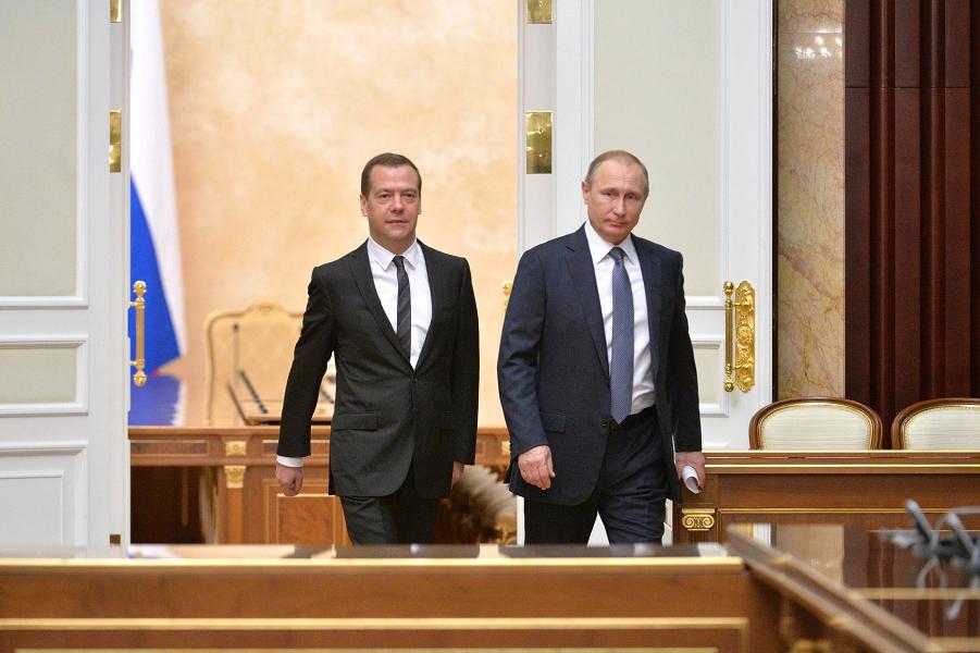 Санкции Запада хоронят доллар: Россия избавится от американской валюты