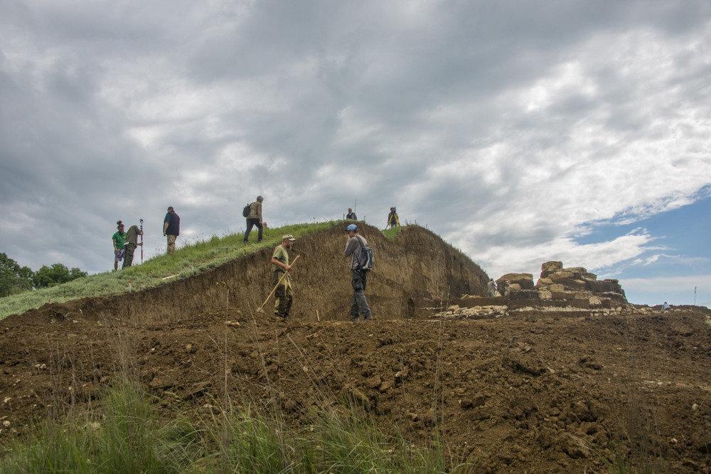 В Крыму обнаружено массовое захоронение – 70 обезглавленных скелетов