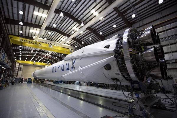 SpaceX уволит около 600 сотрудников